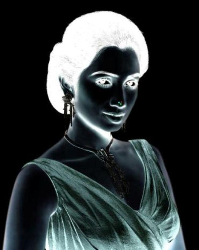 woman negative optical illusion